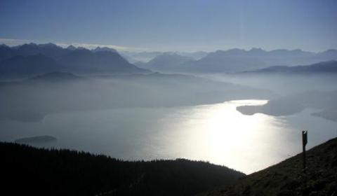 Blick vom Jochberg auf den Walchensee